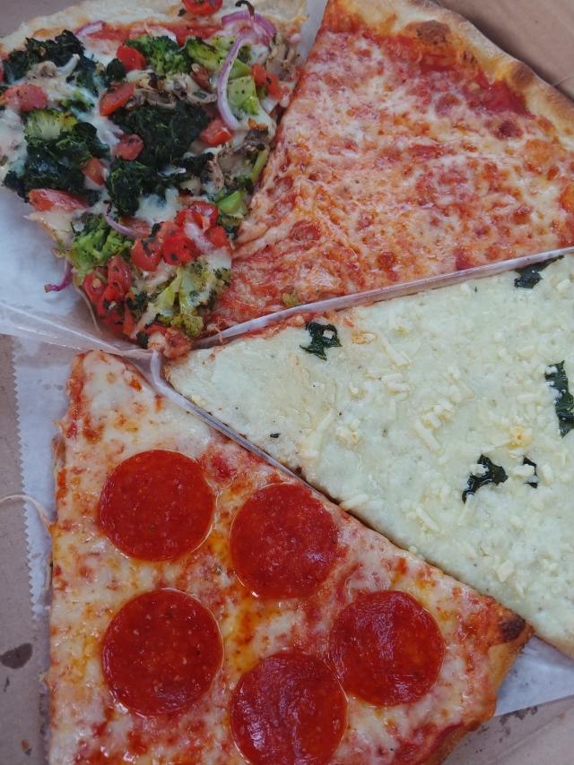 SammysFourPizzaSlices