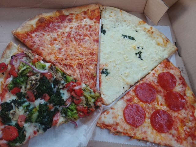 SammysFourPizzaSlices2