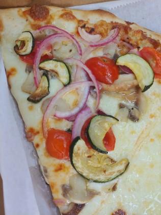 CuVinoWhiteVeggiePizza