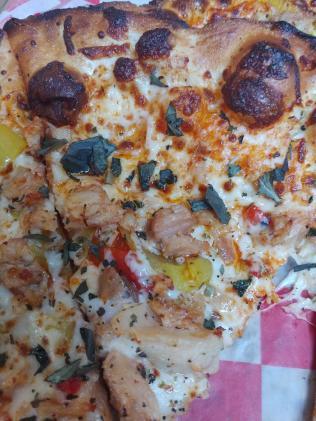 PizzaStudioBuffaloChickenSlice