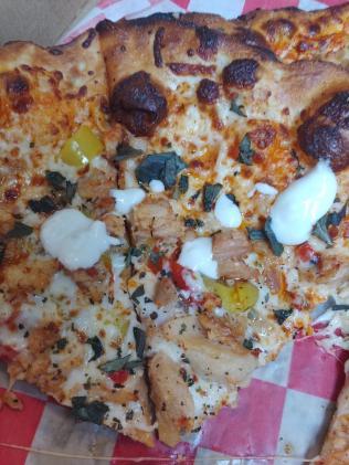 PizzaStudioBuffaloChickenSliceSauce
